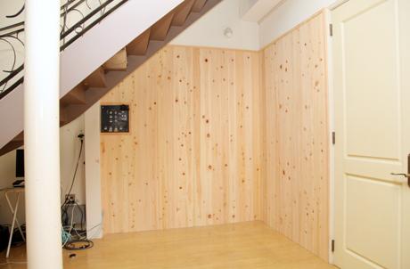 スタジオ壁面板張り完成☆