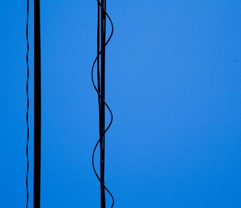 抽象化された電線 写真