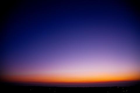 消えゆくひかり ―限りなく透明な空―