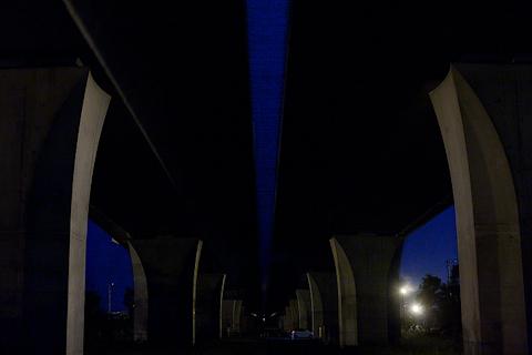 夜の高架橋
