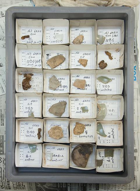 土器の破片とパズル