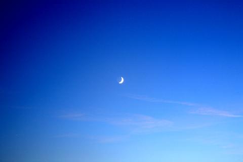 満月のような三日月 写真