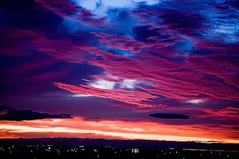 見たことのないような夕焼け 写真