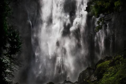 飛沫 ―那智の滝 和歌山県那智勝浦町―