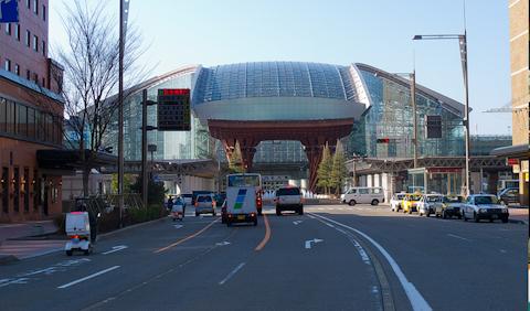 まるで要塞?! 金沢駅